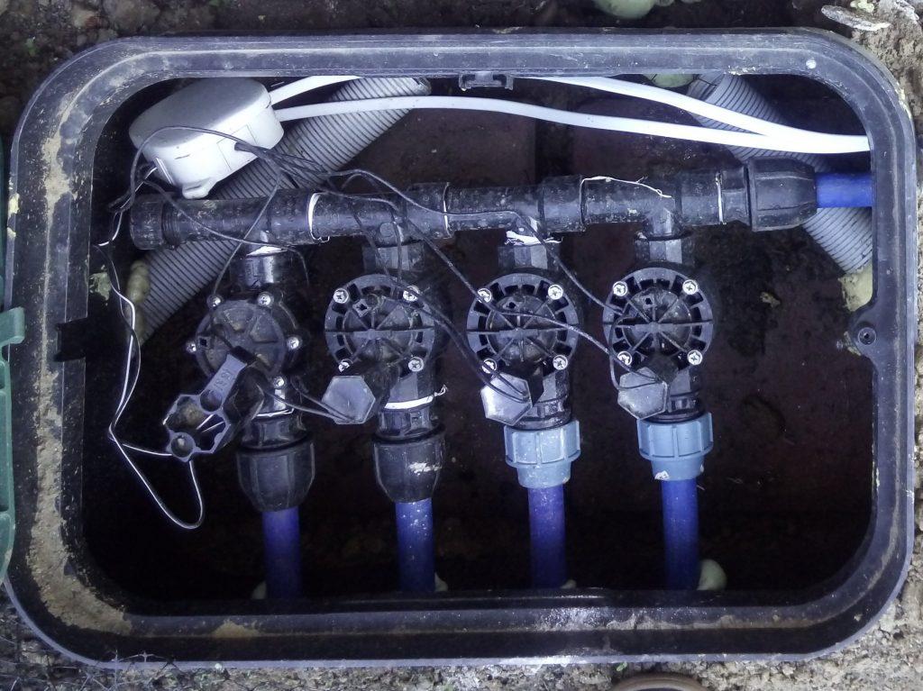 Studzienka systemu nawadniania ogrodu